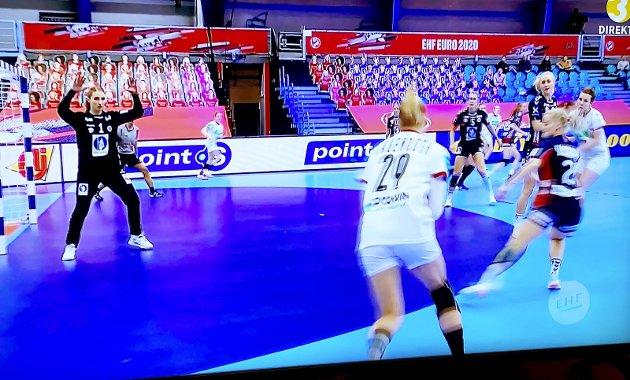 Mot Tyskland: Emily Stang Sando sto første-omgangen mot Polen, og fikk også en omgang i brak-seieren mot Tyskland. .Foto: Pål Nordby (fra TV3)