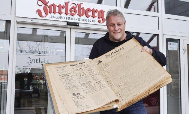 Jarlsberg digitalt: Denne utgaven i stort format er fra 1913. Nå blir alt digitalisert. Foto: Bjørn Tore Brøske