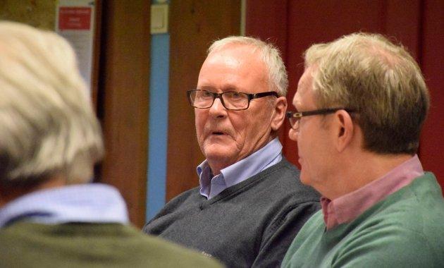 Tore Ellingsen (Sp) i plan- og miljøstyret i Hole. Utbygging av Kleivlia behandles. Tom Olsen (Ap) til høyre.