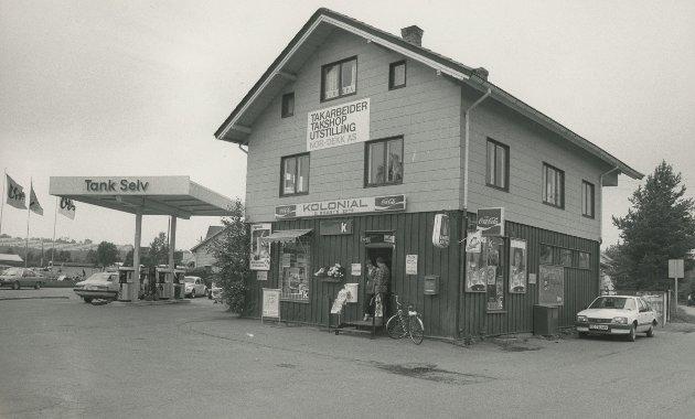 19. juli 1985. O. Ødeby`s Kolonial i Lillestrøm (Det er ikke tillatt å dele bildene eller teksten i sosiale medier eller på andre måter republisere materialet)