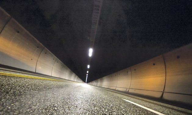 BRATT OG LANG: Transportøkonomisk institutt har i sine undersøkelser konkludert med at Oslofjordtunnelen er av fire undersjøiske og bratte tunnelene som er overrepresentert på brannstatistikken fra 2008 til 2011.