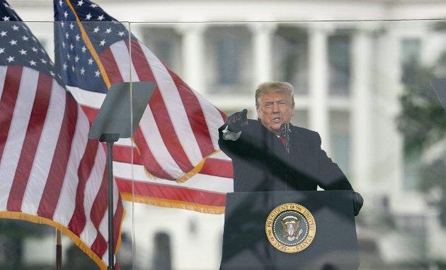 – Om Donald Trump han hadde vært smart og kunnskapsrik, kunne det amerikanske demokratiet ha ligget tynt an. Tenk om han hadde hatt vett til å gå av med eleganse? Da ville han ha vært farlig for fremtiden. FOTO: Evan VUCCI, AP PHOTO