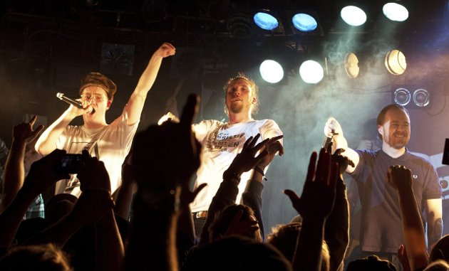 Henda i været: Pen Jakke har fremdeles scenetekke etter 15 år med konsertfravær. Fra venstre: Ubåt (Stian Neple), Fundamental Lyd (Mathias Rødahl) og Skranglebein (Per Olav Hoff Mydske).Begge foto: Henrik Vinje pedersen