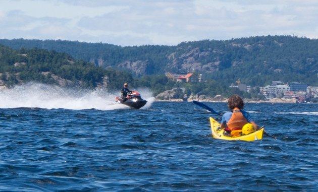 Nina Frydenlund oppfordrer alle til å tenke litt ekstra over hva det innebærer å kjøre med vannscooter. Den som ferdes i norsk natur skal ikke være til sjenanse for andre eller gjøre noe som naturen tar skade av.