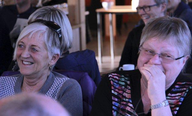 Lattermildt: Da Olafsen spilte av tulleoppringinger i løpet av foredraget fikk folk utfolde seg i latter flere ganger.