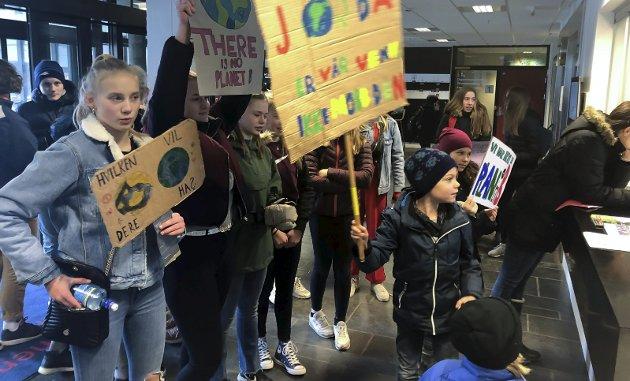 På de unges side: Besteforeldrenes Klimaaksjon støtter de yngre generasjoner om klimahandling, skriver Bente Marie Bakke. Bildet er fra klimastreiken våren 2019.