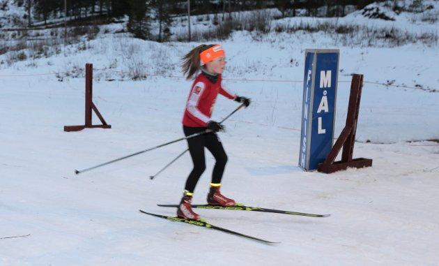 Skiskytterne satte pris på å få snø under skiene og kose seg under årets første konkurranse på Skillevollen.