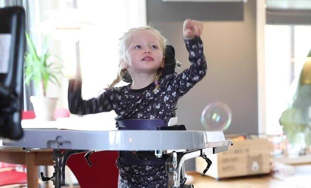 GOD LØSNING: Ella er 4 år gammel og har BPA.
