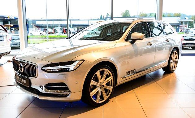 STOR OG SLANK: Nye Volvo V90 er en helt ny bil, og er blitt en bil lange linjer og avrundet hekk i motsetning til sin mer firkantete forgjenger V70.