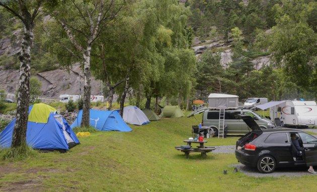 45 000: I 2018 var det 46 000 fleire overnattingar på campingplassar og hytter i Hardanger mellom januar og oktober, samanlikna med året før. Odda Camping på Eide i Odda sentrum er ein av campingplassane som hadde fleire gjester i 2018.Arkivfoto: Eirin Tjoflot