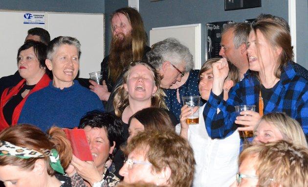 """Det er ikkje første gang desse damene syng med til """"Traktorhelt til fjells"""".  Teksten er skrive av Bjørn Borge, og vart framført laurdag."""
