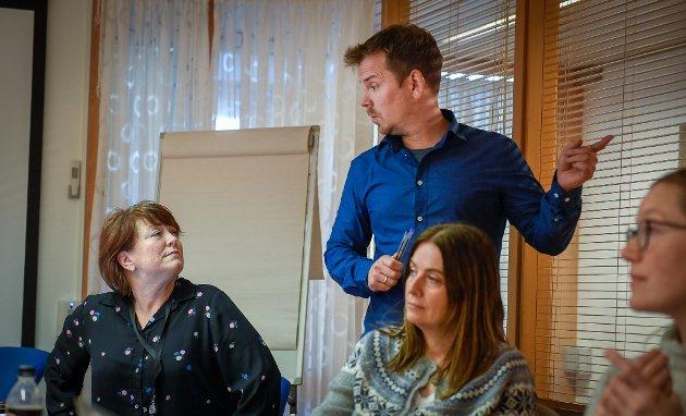 Smitteoppsporing i Rana Kommune med kommuneoverlege Frode Berg i spissen. Monica Westvik Musum (f.v), Hanne Kristoffersen og Gunhild Johnsen. De har arbeidssted i første etasje på rådhuset.