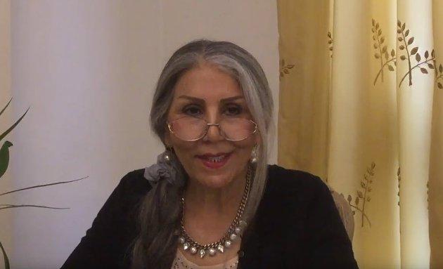 I 2017, samme år som hun ble løslatt fra iransk fengsel, fikk Mahvash Sabet tildelt engelske «Pinter International Writer of Courage Award». Bildet er fra takketalen i London.