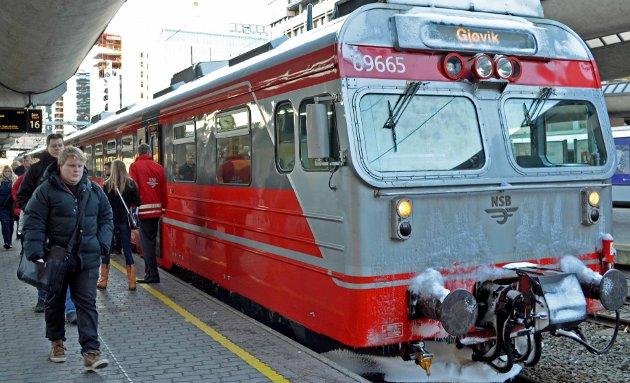 Togene står i tre timer mandag, på grunn av streik. Illustrasjonsfoto