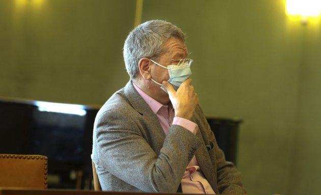 BEKYMRET: Arne-Christian Mohn var klar og tydelig på pressekonferansen tirsdag. Nå må det stenges. Foto: Alfred AASE