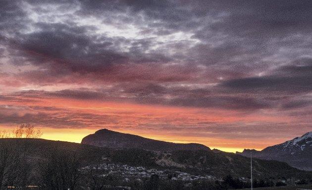 Vakkert: Fredagskveld over Offersøykammen. Foto: Mette Wright Larsen