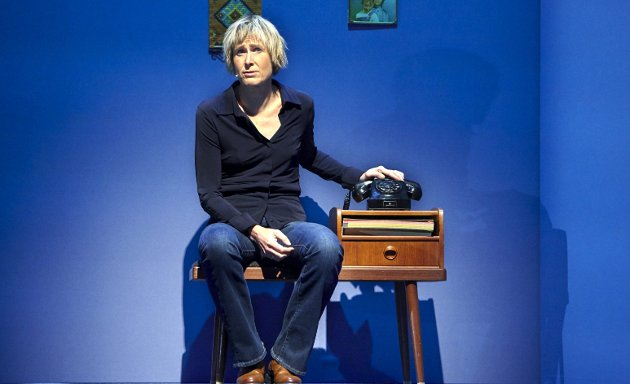 Linda Eide scenedebuterte med «Oppdrag Mottro» på Hordaland Teater lørdag kveld. Det er ikke første gang Eide har «utlevert» sin egen mor. I 2012 ga hun ut bok om henne.