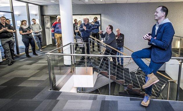 Applaus: FB-ansatte gleder seg over ny eier som vil satse på lokalaviser.foto: geir carlsson