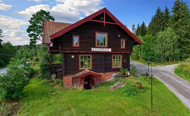 SELGES: Laila Marie Brenno-Varlen selger huset sitt i Nordre Brandbu.