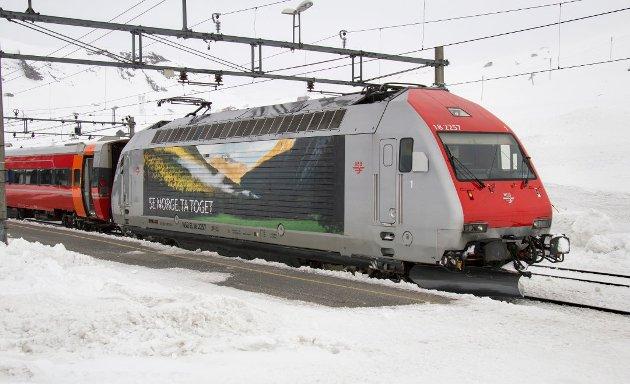 Den norske regjeringen og dens ekspertgruppe er vel snart de eneste i hele den vide verden som flagger troen på at jernbane er gammeldags og ubrukbart, skriver innsenderen.