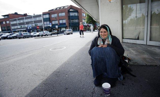 Ikke Alene: Ullensaker er ikke alene om å vurdere forbud mot tigging. Men gatetiggerne er heller ikke alene om sin forretningsidé. Foto: Martin Lundsvoll
