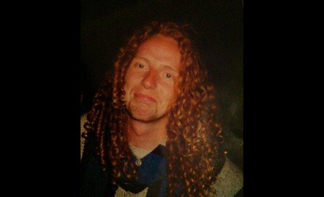MOBBET: Jeg må bare si det med en gang. Jeg ble noen ganger mobbet for å ha rødt hår da jeg var liten, skriver Tom Erik Rønningen. Som har helt naturlige krøller. Bare så det er sagt.