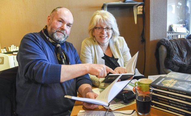Bokbyen: Guttorm Eskild Nilsen sammen med tidligere bokbyleder Solveig Røvik. I dette innegget tar Nilsen og Gunder Christophersen, som begge er bokbyforfattere, til orde for å ha Røvik med videre i en «ny» bokby. Arkivfoto