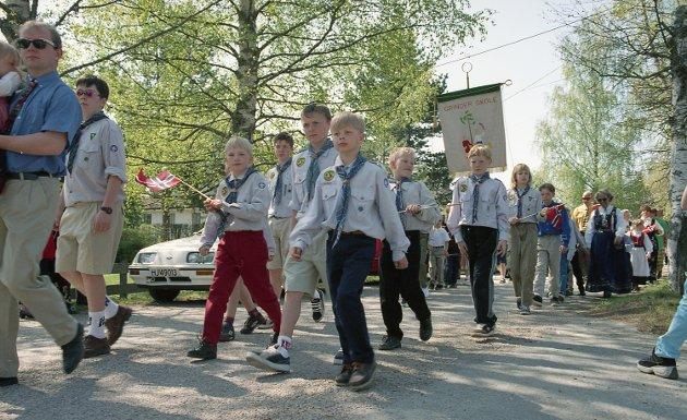 17. mai-feiringen på Grinder i 1998. Foto Roy Jøran Trangsrud