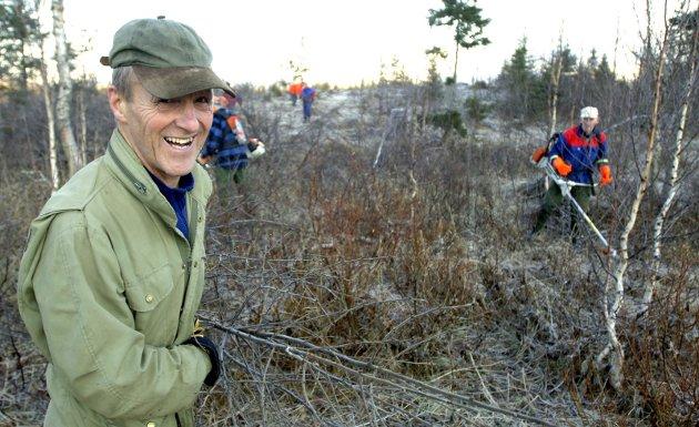 I 2009 tok en gjeng pensjonister, med Ulf Bastholm i spissen, initiativ til en utvidelse av lysløypa på Sjåmoen. Da ble det ryddet skog og planlagt en ny trase. Denne brukes i dag til rulleskiløype. Foto: Per Vikan