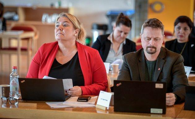 Elin Dahlseng Eide og Lars Frøysa fra Arbeiderpartiet. SVs Hilde B. Rønningsen (t.v.) og Maria S. Rausandaksel i bakgrunnen.