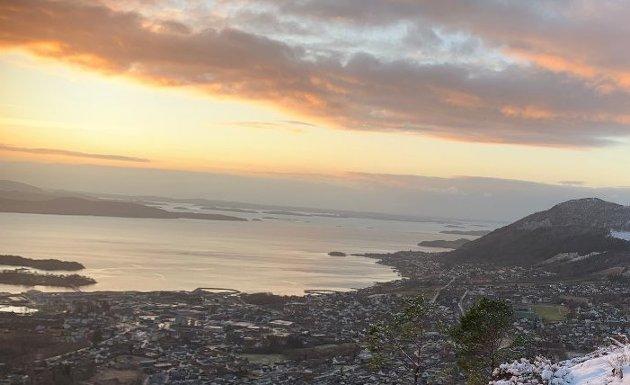 IKKE LANGT: Hva skjer med Strand kommune om mørke skyer dekker horisonten og økonomien svikter over flere år? Jo, da er ikke veien lang til Stavanger. Arkivfoto