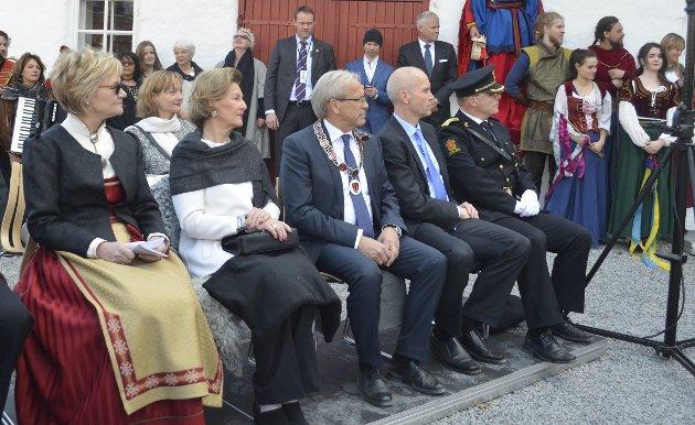 ÅPNET: Dronning Sonja var på plass da Glasslåven kunstsenter åpnet dørene i april. Arkivfoto