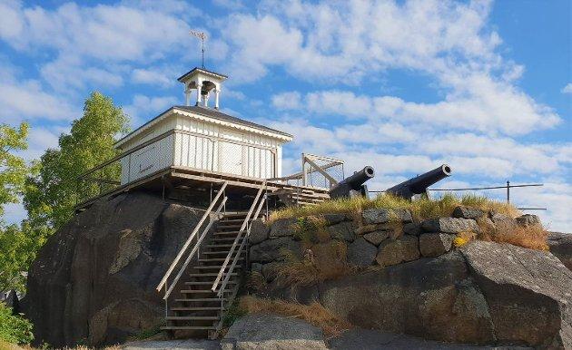 Branntårnet på Bøkkerfjellet troner over byen som en sofistikert symbol Larvikingen Som beskjedent ruvende, nøkterne og vidsynte som inviterer til eventyrlyst.