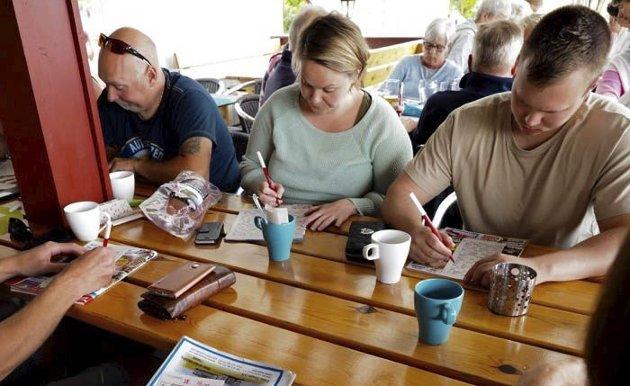 SOMMERBINGO: Bingo er en populær foreteelse på kroa på Homannberget caming både for fastboende og de som bare dropper inn for en dag eller tre.