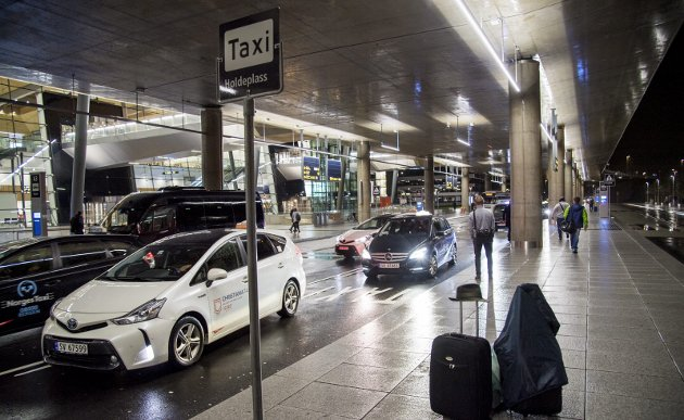 Fra 1. juli skal det etter planen nærmest bli fritt frem for dem som har lyst til å kjøre taxi. Blant annet trenger man ikke lenger være tilknyttet en sentral for å drive taxivirksomhet. – Jeg kjenner sterkt på at vi er blitt en næring som ikke har noen betydning lenger, skriver innleggsforfatteren.