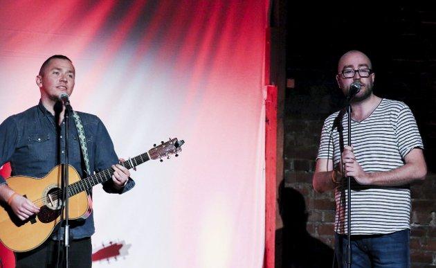 Musikalsk hjelp: Stian Joneid (til venstre) er med som musikalsk hjelp. Lars Corelone er også vokalist. Der kan han få en treer.BEGGE Foto: Thomas H. Arntsen
