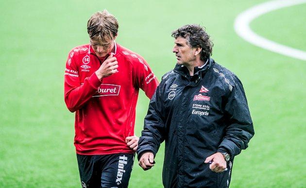 Andreas Aalbu (til venstre) sa han fikk beskjed av trener Jan Halvor Halvorsen om ikke å drive egentrening. – Hvis det er riktig, er det rimelig spesielt, for å være diplomatisk, er Erik Andreassens kommentar.