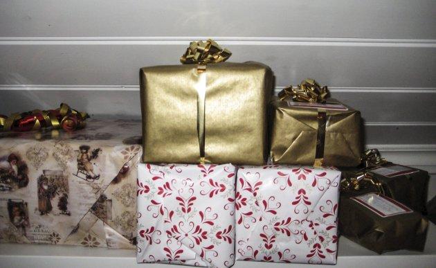 Lokale julegaver: – For å bøte litt på dårlig karma kjøpte jeg alle de andre julegavene også i Halden-butikker, «for å stimulere den lokale økonomien», som jeg sa til meg selv, skriver Ingela Nøding i dagens Signert.
