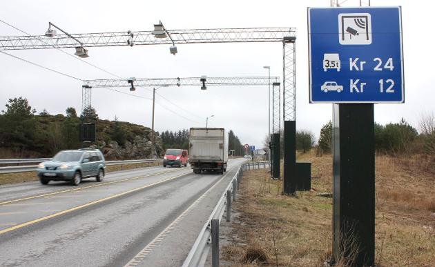 Mener Mohn og Bergsvåg på ramme alvor at befolkningen på Haugalandet skal betale doble takster i tre år for at omkjøringsveien øst for Åkrehamn skal bli realisert?