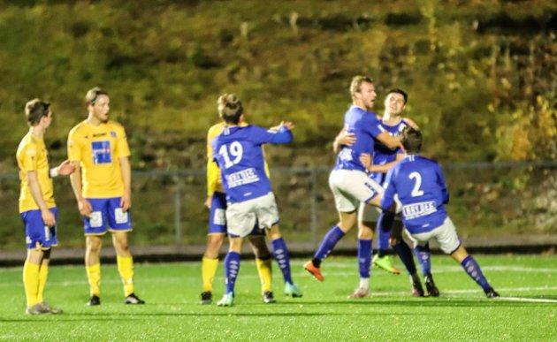 Mosjøen - Sandnessjøen 5-4 (3-1) på Kippermoen. Per Ove Hoff ble den store helten slik han ble mot Junkeren 2/Glimt 3 sist helg. Han scoret på overtid