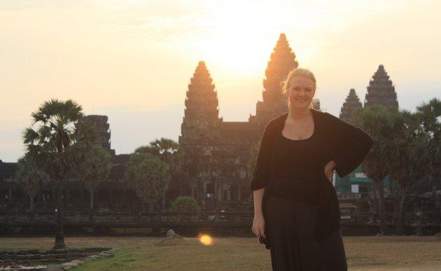 Fjernere strøk: Jeg må innrømme at sightseeing er noe av det beste jeg vet, og for ni år siden fikk jeg gjøre det i tre måneder i strekk. Her er undertegnede fotografert foran majestetiske Angkor Wat i Kambodsja. FOTO: Privat
