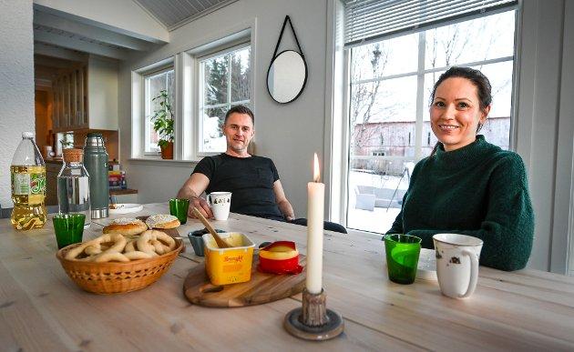 Nicholai Solvang og Silje Moen har kjøpt det nedlagte gårdsbruket i Straumfors i Straumen. De fulgte drømmen om å kjøpe småbruk.