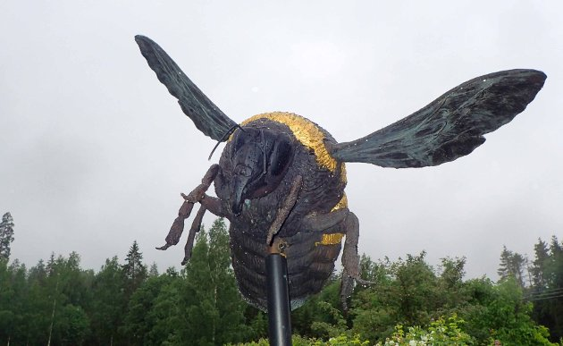 Den kunstferdige humla i Nyfossums hage er det Elena Engelsen som står bak.
