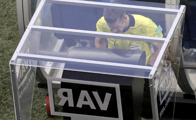 For første gang i historien brukes videodømming – VAR – i et fotball-VM.