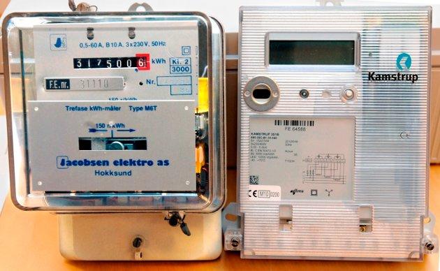 Gammel og ny strømmåler: Tilforlatelige, men det er løgn og bedrag som ligger bak, skriver Arnfinn Eide om innføringen av den nye strømmåleren, til høyre av de to på bildet.