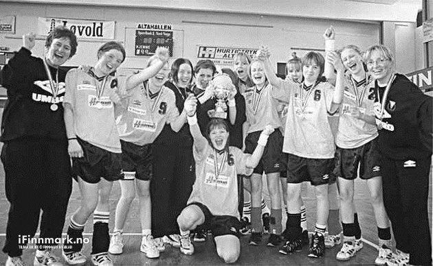 VADSØ PÅ 90-TALLET: Vadsø Turn har fylkets beste 15 årslag i håndball. Det beviste de ved å bli sonemester med tre seire av tre mulige i Alta denne helga.