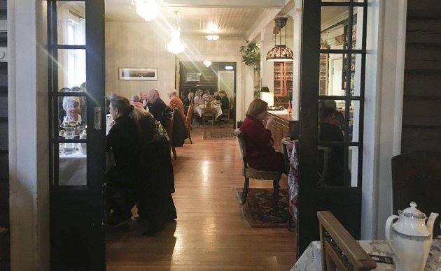 STASELIGE STUER: Mye ulikt har skjedd mellom veggene i Gjøvik Arbeidersamfund – det aller siste er det meget populære «Afternoon Tea».