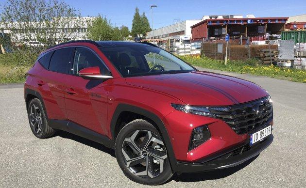 RIMELIG SPORTSLIG: Nye Hyundai Tucson, nå som plug-in-hybrid, tøffer seg med både utseende og teknoligi. FOTO: ØYVIN SØRAA
