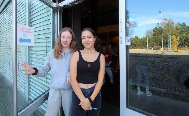 BEVISSTE: – Natur, miljø og rettferdighet er viktig for oss, sier fv. Lilja Hultin og Madelen Haavet. Begge begynte på Grevlingen skole i høst.