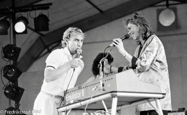 Fredrikstad-messen ved Kongsten: Konsert med Jahn Teigen og Anita Skorgan foran et rekordstort publikum.  Foto: Geir Ola Eggen, FB 22.08.1985